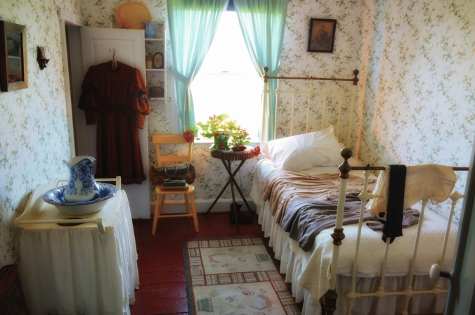 annes-room-perc-sat-warm-glow-6755