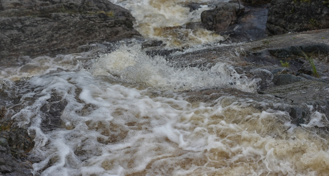 foam-above-the-falls-sharp-detail-9900