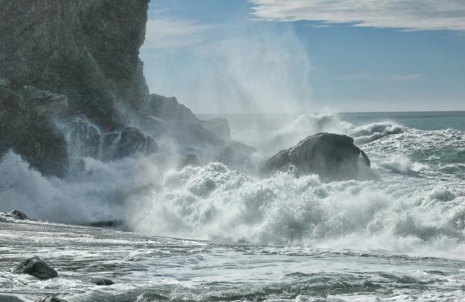 waves-crashing-rocks-lime-kiln-topaz-crop-0164