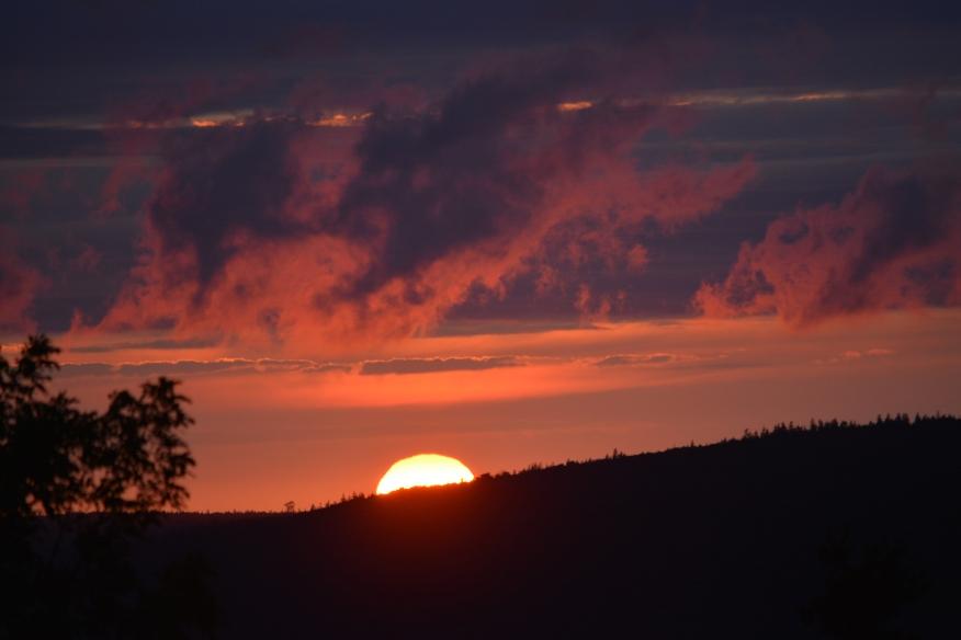 Sunset w sun 5 Islands sharp 9084.jpg