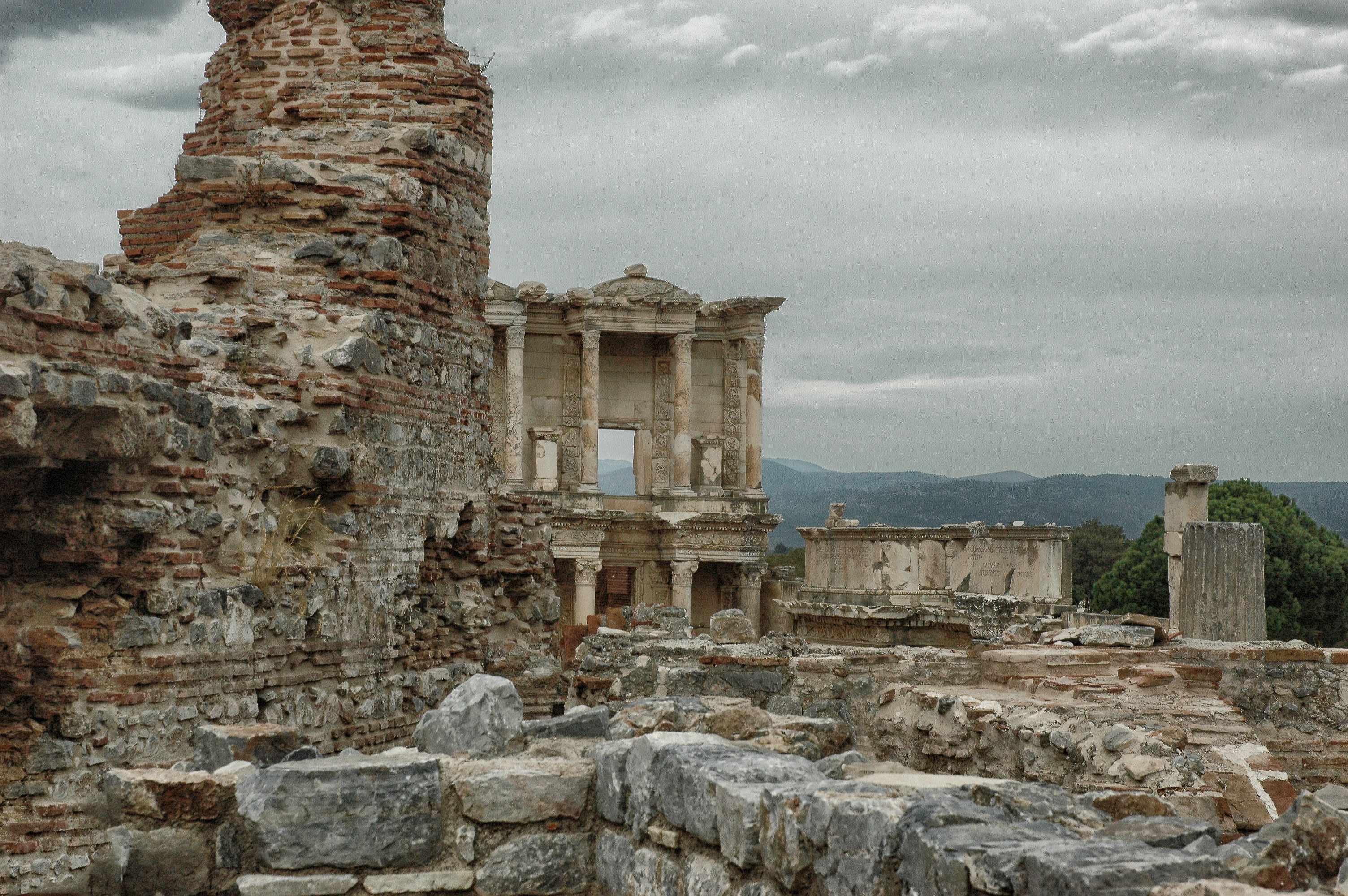 Library Ephesus long view 9755_3209