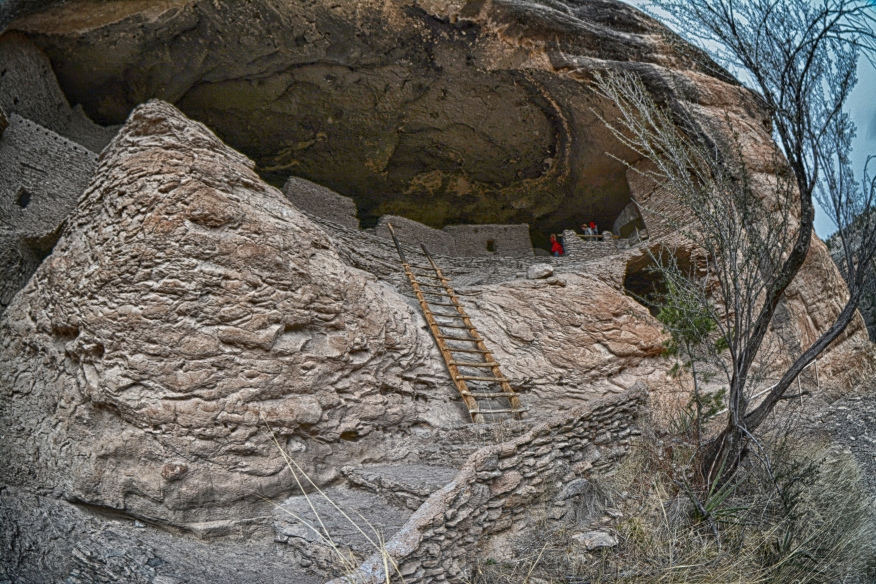 The way out of the Gila Cliff Dwellings HDR 0447.jpg